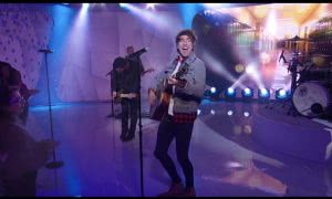 All Time Low live on MTV TRL alex gaskarth holding guitar smiling