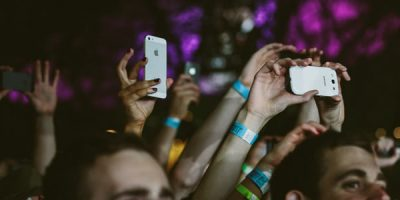Annoying Fans Ruin Gig, Musician Does What We've All Wanted To