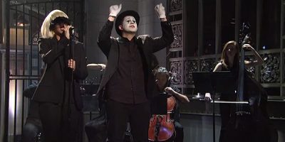 Sia's Appearance On SNL Is One Of The Greatest Performances You'll See All Year