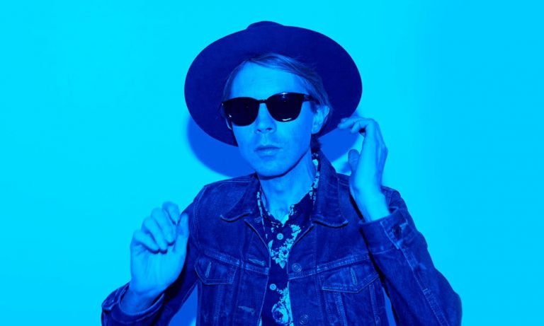 Beck in shades of blue