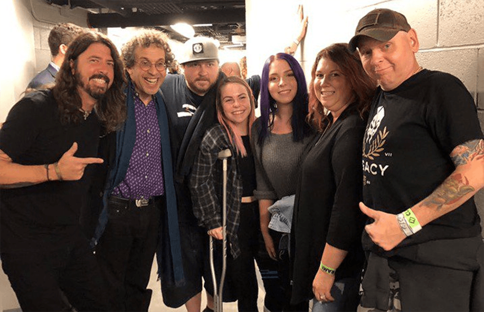 Dave Grohl and Sabryn, an injured Foo Fighters fan.