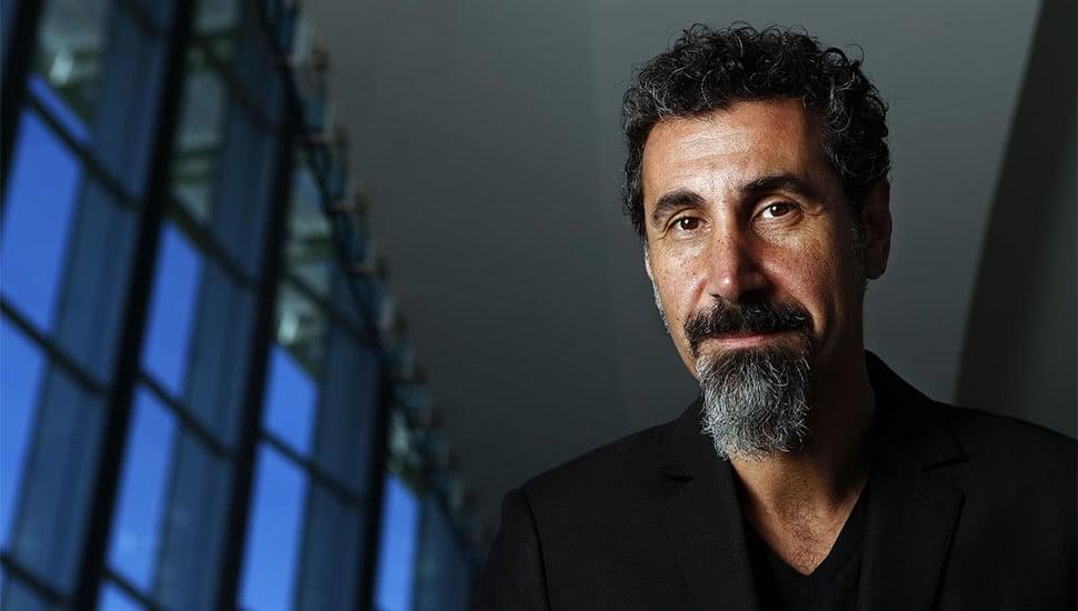 Photo de Serj Tankian avec un hauteur de 185 cm et à l'age de 52 en 2020