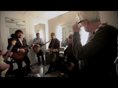 Wilco, Nick Lowe & Mavis Staples –  Rehearse The Weight