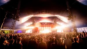 Image of an audience at Bluesfest Byron Bay
